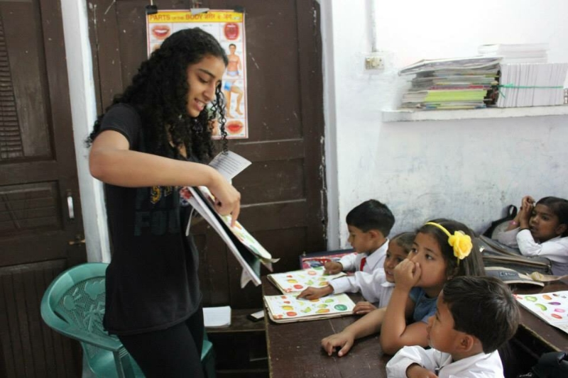Parkin Fellow Annika Dhawan teaching multicultural studies at Shady Side Academy Elementary School