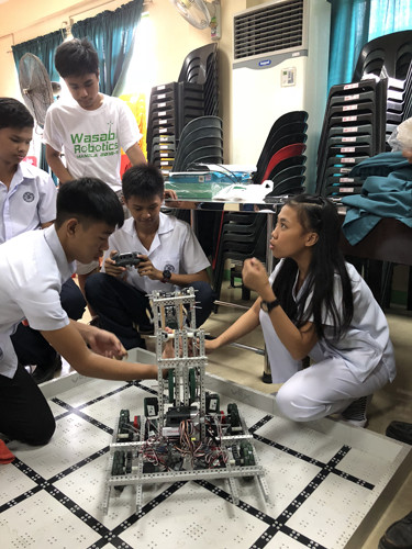 Sanjna Narayan worked with a robotics team during her Parkins Fellowship in the Philippines.